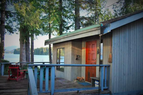 AirBNB Tofino Cedarwood Cabin