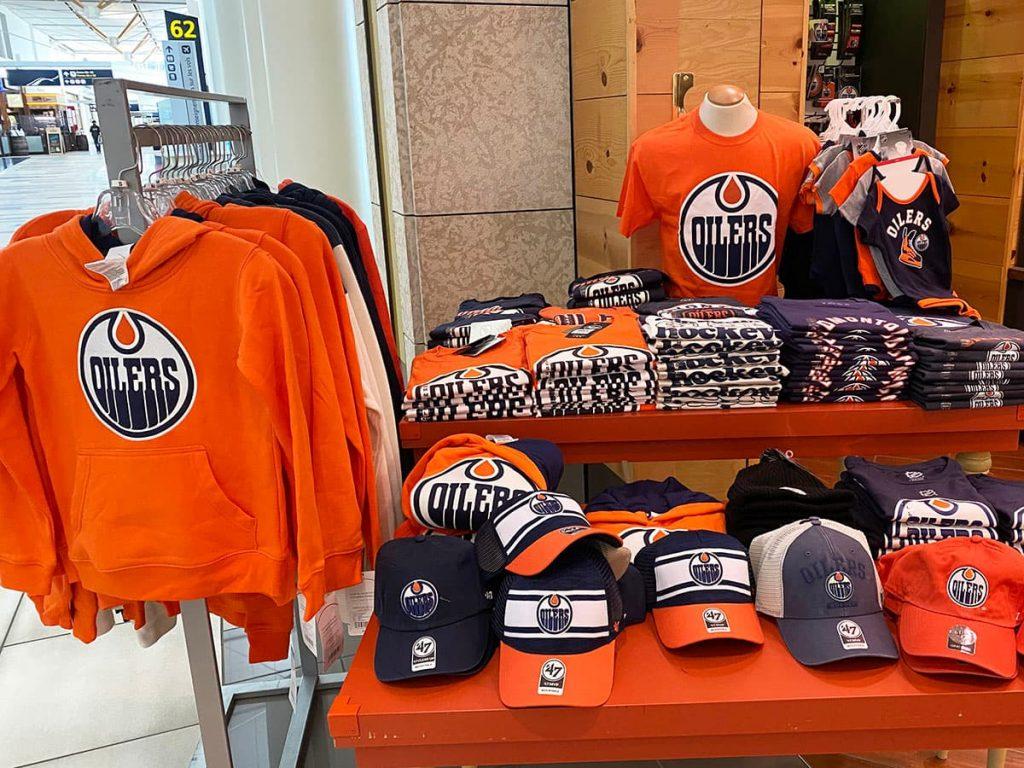 Canada hockey memorabilia makes the perfect gift.